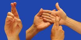 Letra R en sistema dactilológico táctil